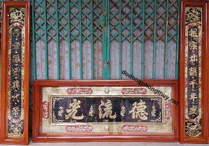 Hoành phi câu đối bằng đồng khung gỗ cho phòng thờ truyền thống