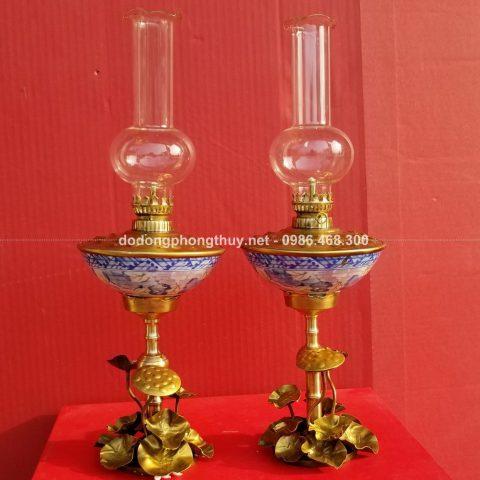 đèn dầu đồng kiểu dáng đài sen kết hợp với chất liệu gốm sứ